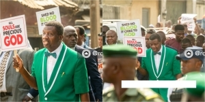 Pastor Adeboye leads protest against insecurity, killings