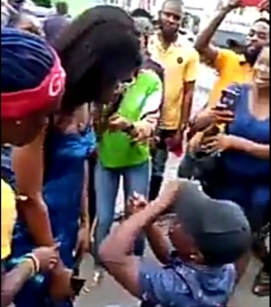 Amother Nigerian man breaks down in tears as his girlfriend rejects his proposal in public (video)