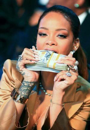 See the shocking advice fan gave to Rihanna