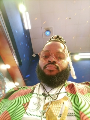 """BBNaija: """"Are We Friends With Benefits Or Not"""" – WhiteMoney Asks As He Kisses Queen"""