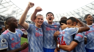 De Gea & Lingard the heroes in chaotic win against West Ham