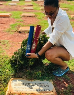 """I did it Daddy"" – Lady kneels visits her father's grave to present to him, 2 Degrees she acquired (Photos)"