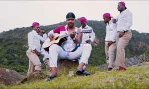 UMdumazi – Ngizolala Ngiduma (Video)