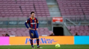 Lionel Messi leaves Barcelona and becomes a free agent