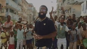 VIDEO: Afro B – Amina (Remix) Ft. Wande Coal