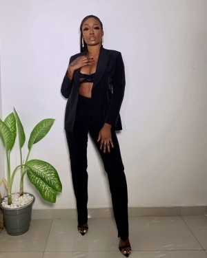 """She Try, Country Hard"" — Nigerians Hail Tolanibaj as She Shares Money to Random People (Video)"