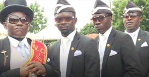 """""""Use your nose masks else we'll dance with you to your grave"""" – Leader of famous Ghanaian funeral pallbearers (Video)"""