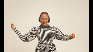 Tope Alabi – I Am Very Happy (Video)