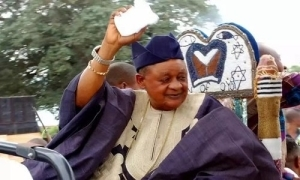 Alaafin Of Oyo Defies Old Age, Hits The Gym At 82 (Watch Video)