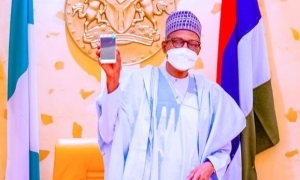 President Buhari Shows Off Photo Of First Ever Made-in-Nigeria Mobile Phone (Photos)