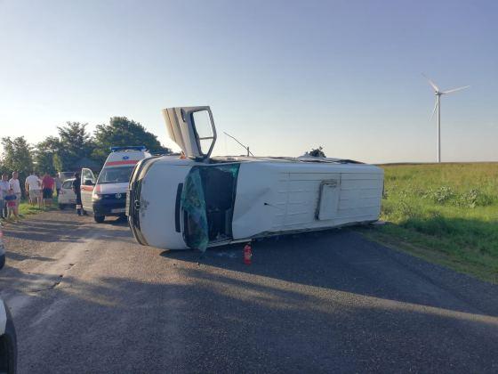 Imaginea articolului Accident GRAV în Buzău între un microbuz, un tractor şi o maşină: soldat cu 12 răniţi/Şoferul care a provocat accidentul a fost depistat | FOTO
