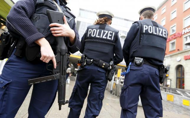 """Imaginea articolului Poliţia germană a efectuat percheziţii la o moschee din Hildesheim. Musulmanii erau radicalizaţi, fiind îndemnaţi să """"urască necredincioşii"""""""