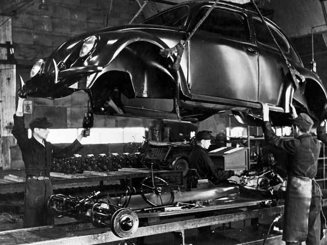 Volskwagen Beetle este modelul de maşină bazat pe un singur design care a stabilit recordul mondial la longevitate şi la unităţi produse şi reprezintă simbolul renaşterii industriei germane