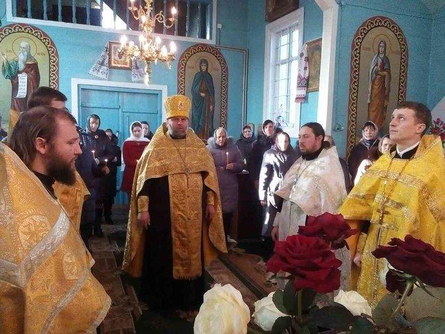 Настоятель храма на Волыни поздравил Путина с Днем ангела, и теперь прихожане не пускают его в храм 03