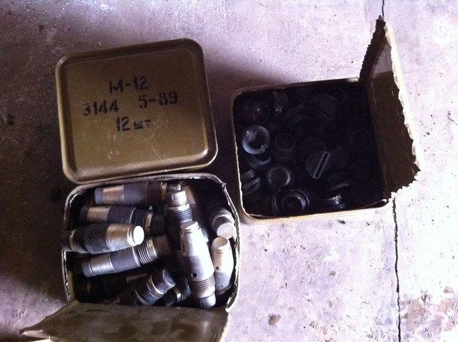 Мины, тротил, снаряды: СБУ выявила на Донетчине два крупных схрона с боеприпасами 06