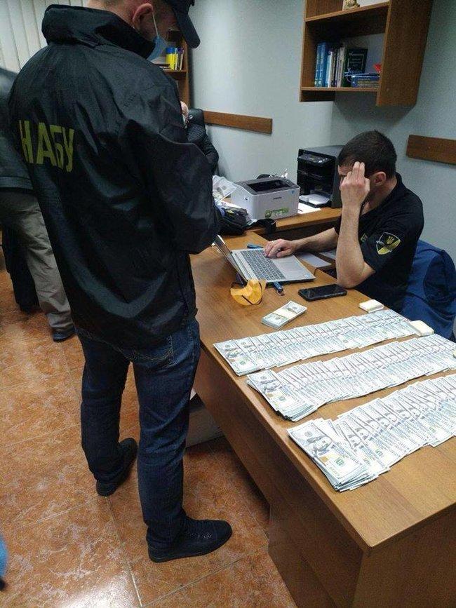 Начальника слідчого управління податкової міліції в Київській області затримано на хабарі в 50 тисяч доларів, - НАБУ 01