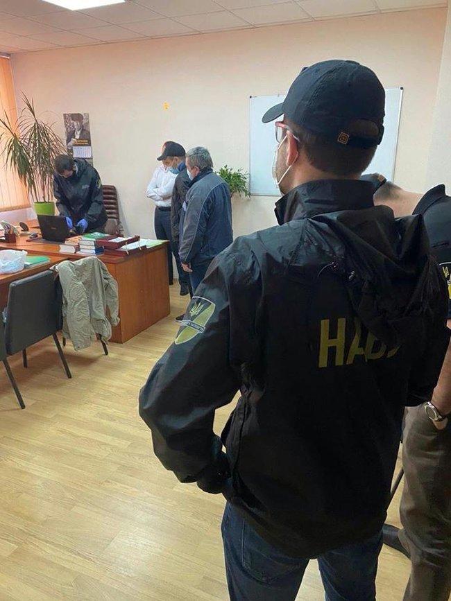 Начальника слідчого управління податкової міліції в Київській області затримано на хабарі в 50 тисяч доларів, - НАБУ 02