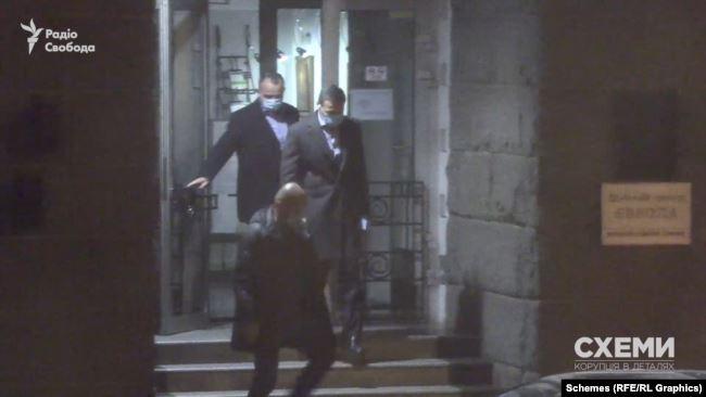 Представники влади продовжують таємно зустрічатися з олігархами всупереч обіцянкам Зеленського, - ЗМІ 04