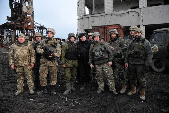 Якщо Зеленський ухвалить рішення наступати на Крим - я буду в перших лавах штурмового батальйону, - Олександр Турчинов 05