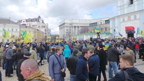 Добровольці зібралися в Києві на Марш патріотів: Ані кроку назад! Припинити політику капітуляції! 08
