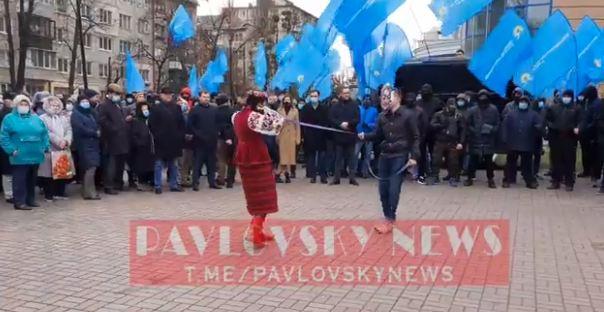 ОПЗЖ зібрала проплачений мітинг проти зовнішнього управління під посольством США в Києві 05