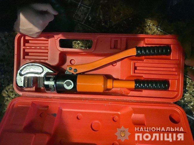 Банда, совершившая более 20 тяжких преступлений, задержана в Запорожской области, - Нацполиция 02