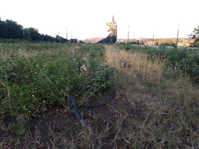 Стан Абхазія: в мережі показали запущену територію біля Донбас Арени 03