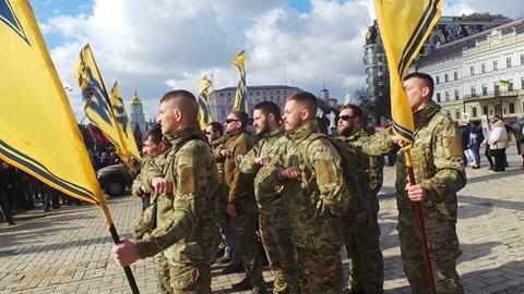 Добровольці зібралися в Києві на Марш патріотів: Ані кроку назад! Припинити політику капітуляції! 02