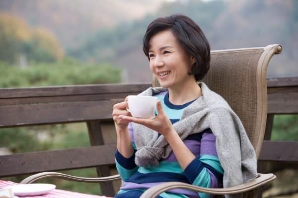 中年女人「8個徵兆」代表更年期報到!教你緩解方法「安然度過更年期」
