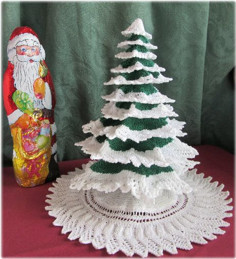 Knitted miniature tree