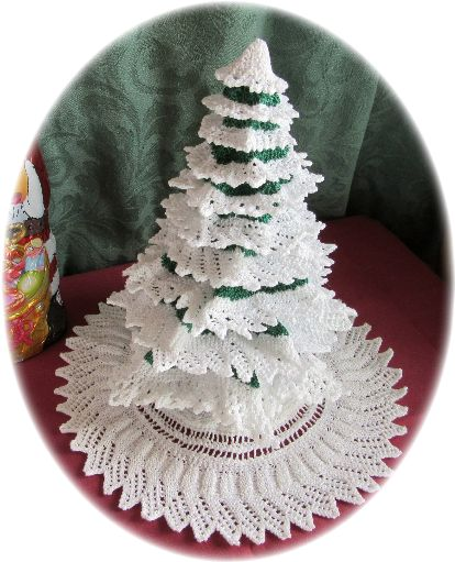 Miniature knitted Christmas tree