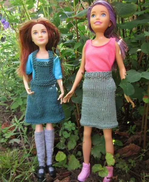 Miniature knitted pinafore