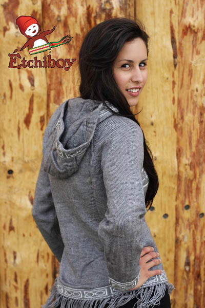 Hooded Grey Sweater With Red River Cart Chandail Gris Avec Capuchon Avec Charrette 3
