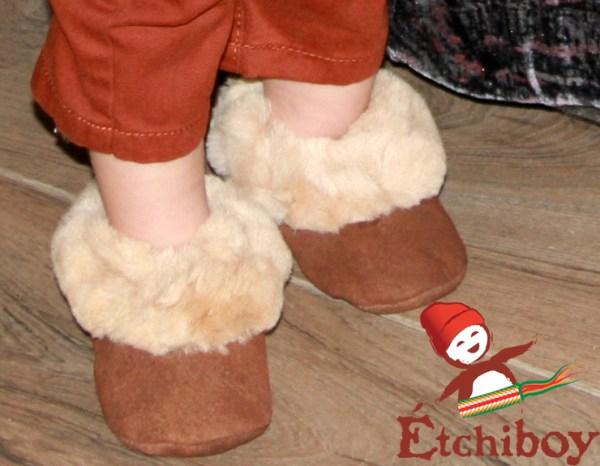 Brown Trim Toddler Slippers Pantoufles Bordure Brune Pour Tout-petits 1