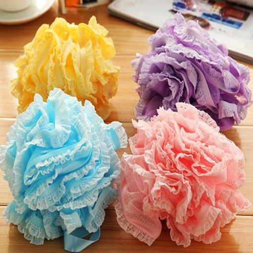 Exfoliating loofah bath ball