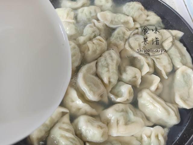 速凍水餃的正確煮法。不開裂、不破皮、不露餡。和現包的一樣好吃