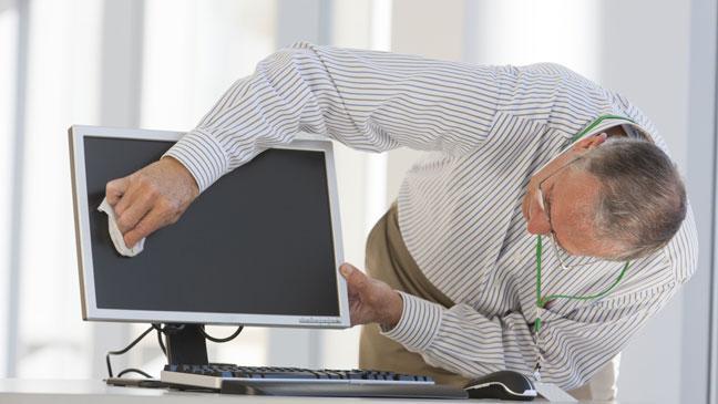 curatare display laptop