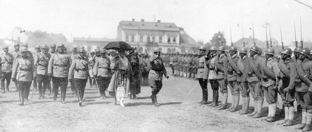 Regele Ferdinand Primește Onorul Trupelor Române 1919 Storeday.ro