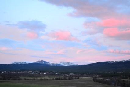 Kvelden avsluttes med pastellhimmel. Aften søt gir morgen bløt!