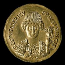 Medaglione aureo con busto e nome di Teodorico. Si notino i baffi, secondo la moda gota. Battaglia di Verona