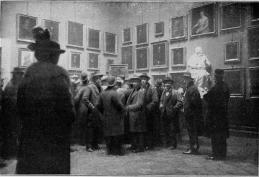 I prmi visitatori ammessi alla visita della Gioconda agli Uffizi (domenica 14 dicembre 1913) - Da Project Gutenberg