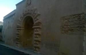L'ingresso della villa di Fulgenzio Della Monica a Lecce, oggi