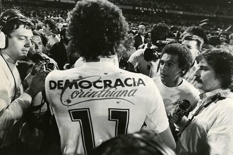 La Democracia Corinthiana, l'unico caso al mondo di una squadra autogestita dai calciatori