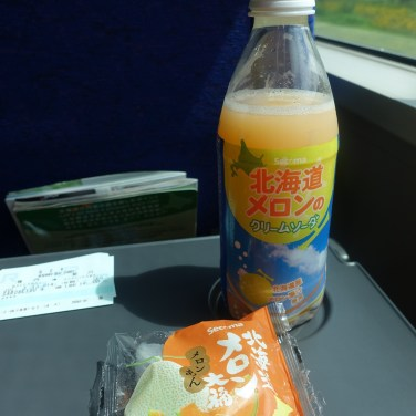 Melon soft drink and melon mochi