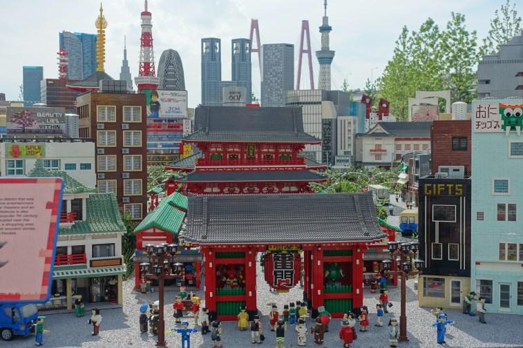Lego Kanmon gate with Tokyo skyline