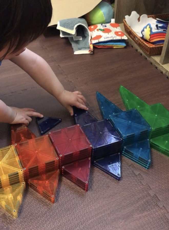 sorting magnetic tiles by colour