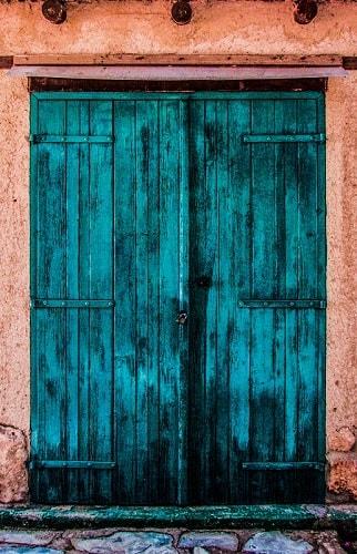 Alte Lagertür zu einem Lagerraum