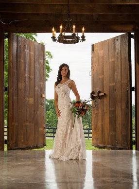 We keep the barn doors in working order as a superb frame for your wedding pictures. Storybook Barn, a place where your wedding stories can come true. Pictures from a recent bridal photoshoot. Image credit: M. Shipley, 417 Photo Works