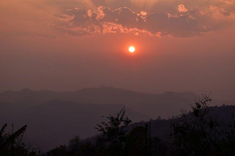 Chiang Mai trekking: sunset in the jungle