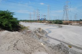 Fly ash contaminates the buckingham canal